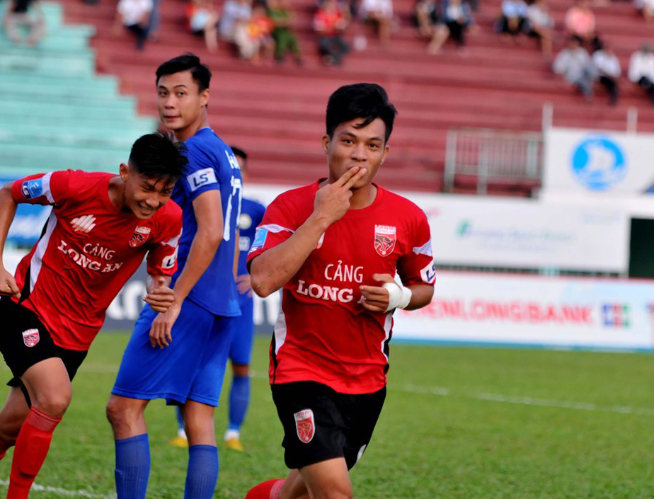 Huỳnh Tấn Tài lập cú đúp, Long An đại thắng XMFC Tây Ninh