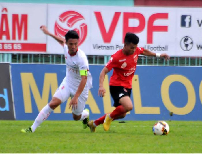 Huỳnh Tấn Tài lập cú đúp, Long An vẫn đánh rơi chiến thắng trước Viettel