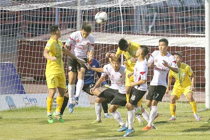 Thi đấu chặt chẽ, CLB Long An giành 1 điểm trên sân của XSKT Cần Thơ