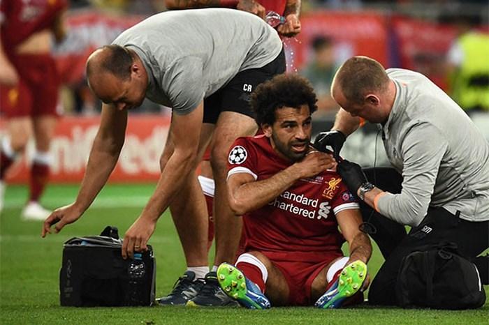 Nóng: Salah có thể chia tay World Cup sau pha triệt hạ của Ramos