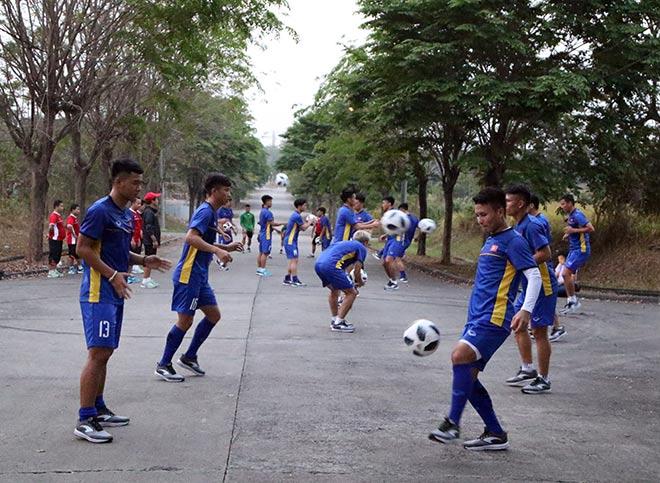 Không có sân tập, U23 Việt Nam tính phương án tập trên sân công nhân