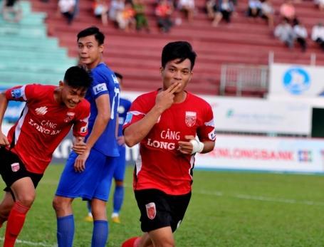 Huỳnh Tấn Tài lập hattrick, Long An vượt qua Huế, có trận thắng thứ 4 liên tiếp