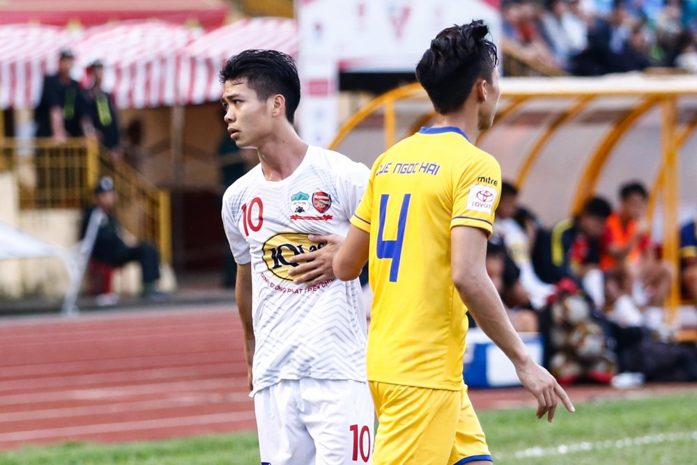 Vòng 9 V-League 2018: Quang Hải đối đầu Tiến Dũng; Văn Đức so tài Công Phượng 2