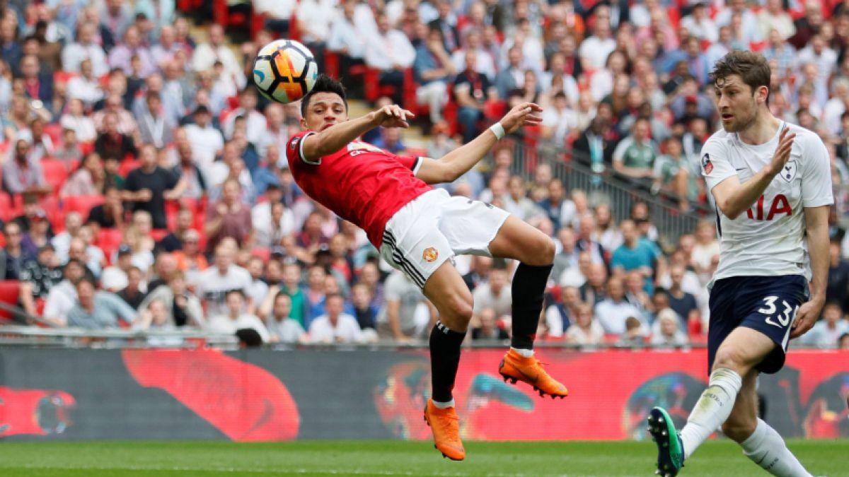Sanchez thăng hoa, Man United ngược dòng ghi tên vào chung kết