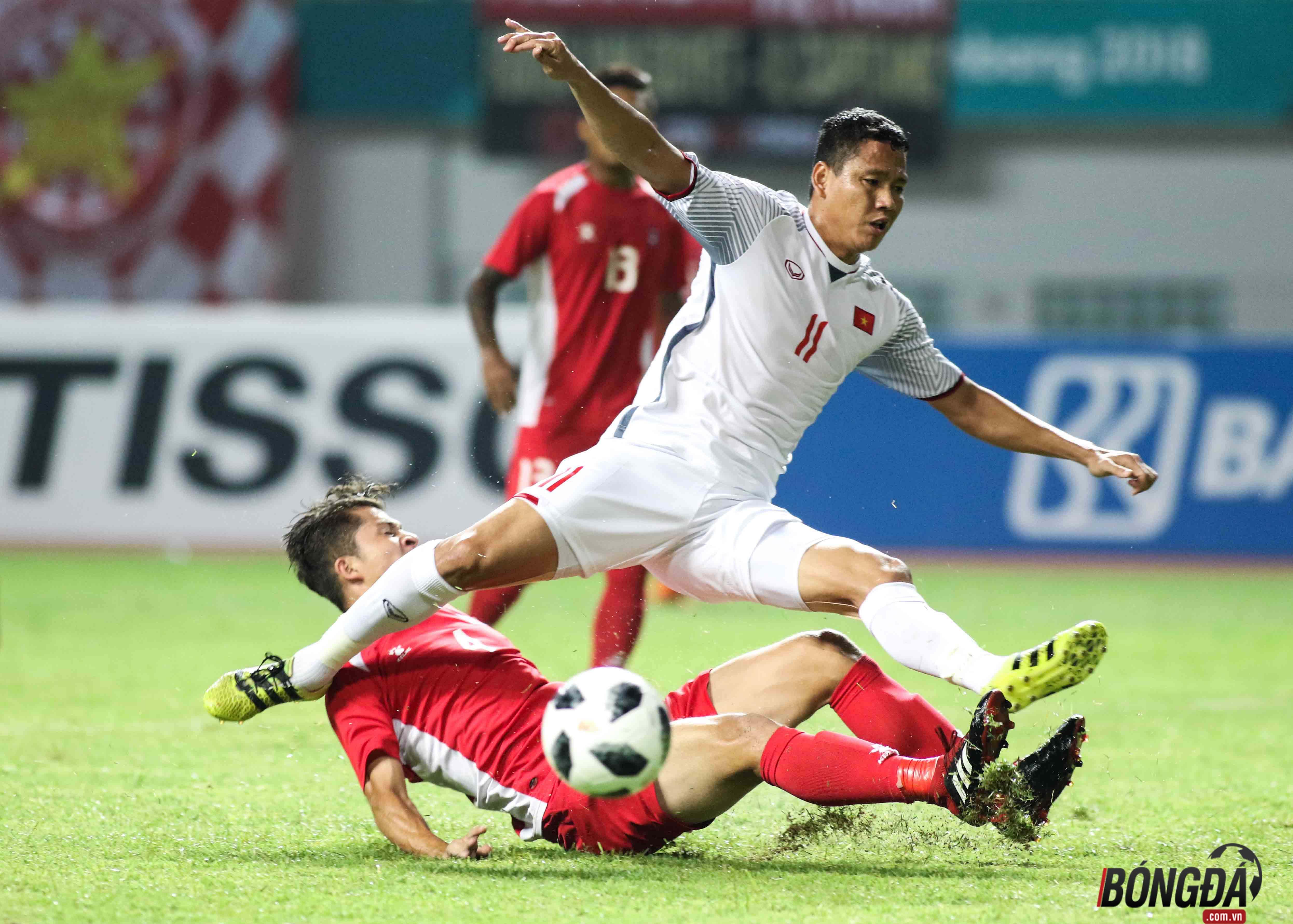 Thầy Park nổi nóng khi học trò bị cầu thủ Nepal đá láo