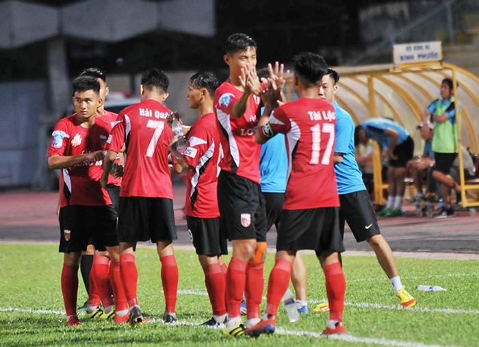 Khắc Vũ ghi bàn trước ngày lên tuyển, Long An thắng Bình Phước trên sân nhà
